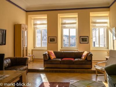 Wohnzimmer mit Marktblick im 1. OG