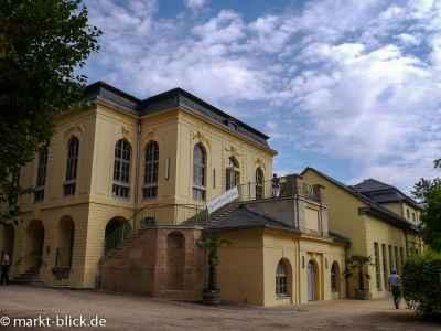 Teehaus mit Orangerie im Schlosspark