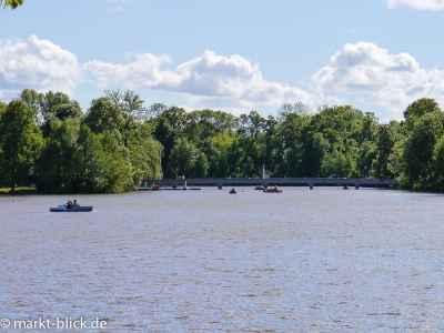 Der Große Teich mit Inselzoo und Bootsverleih