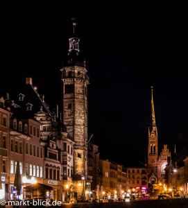 Rathaus und Brüderkirche bei Nacht